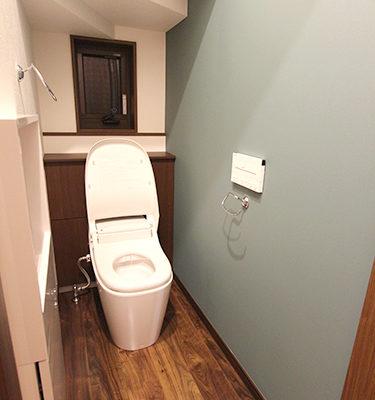 姫路市の注文住宅  階段下トイレ